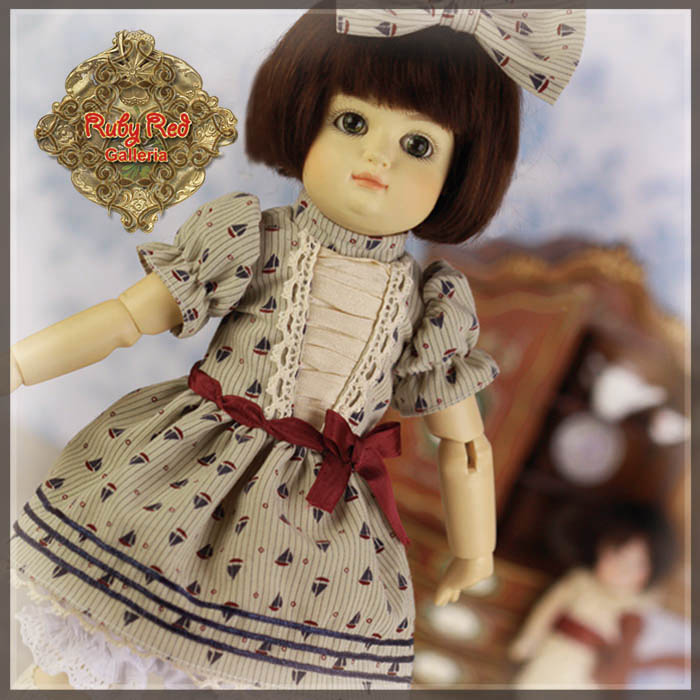 EC0052A Bleuette, Playing House (with wig) - Bleuette Cloth set