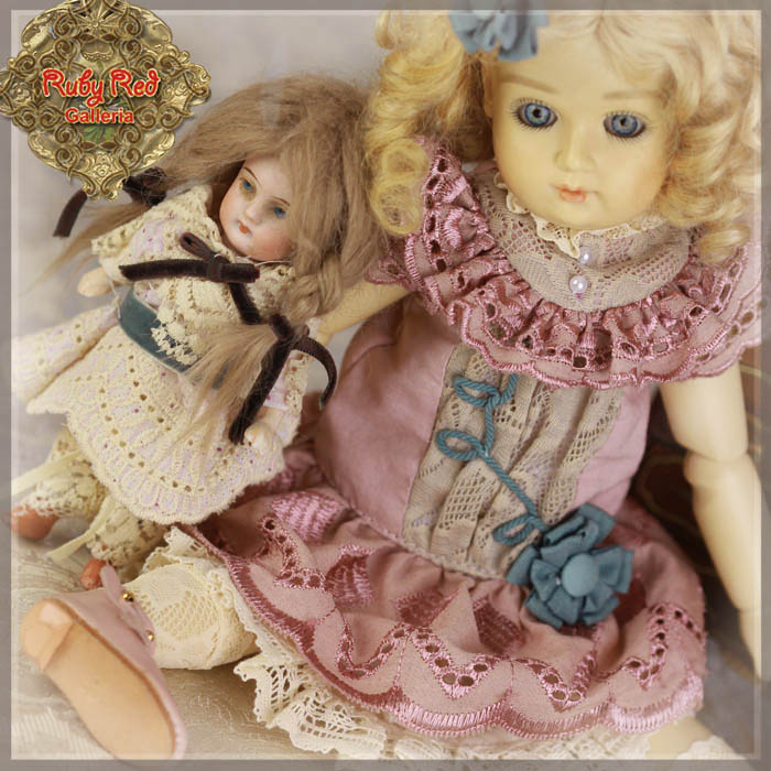 EC0053A Bleuette, Friendship Time (with wig) - Bleuette Cloth set