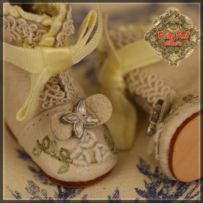 EH0041A Beige Leather Boots with Embroidery