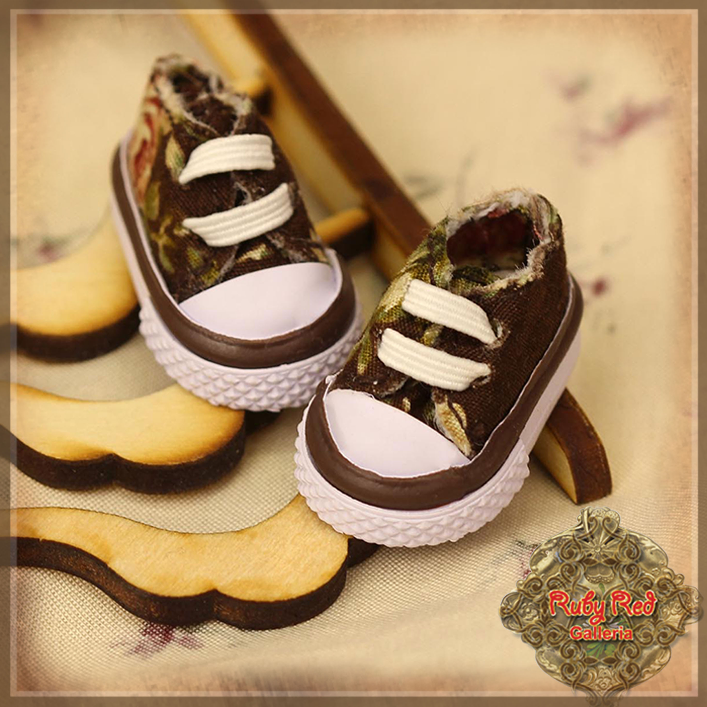 HH0015A Brown Floral Print Canvas Shoes