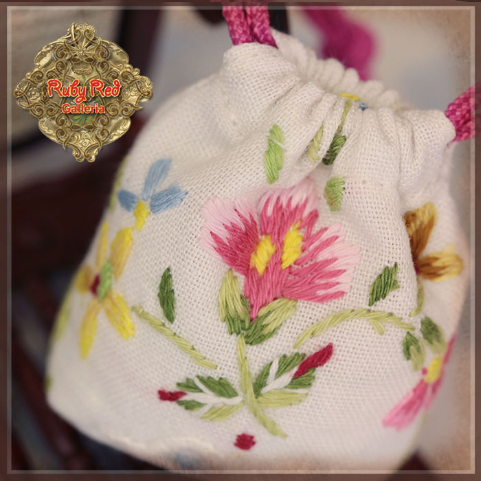 Hz0026a White Embroidered Bag For Ten